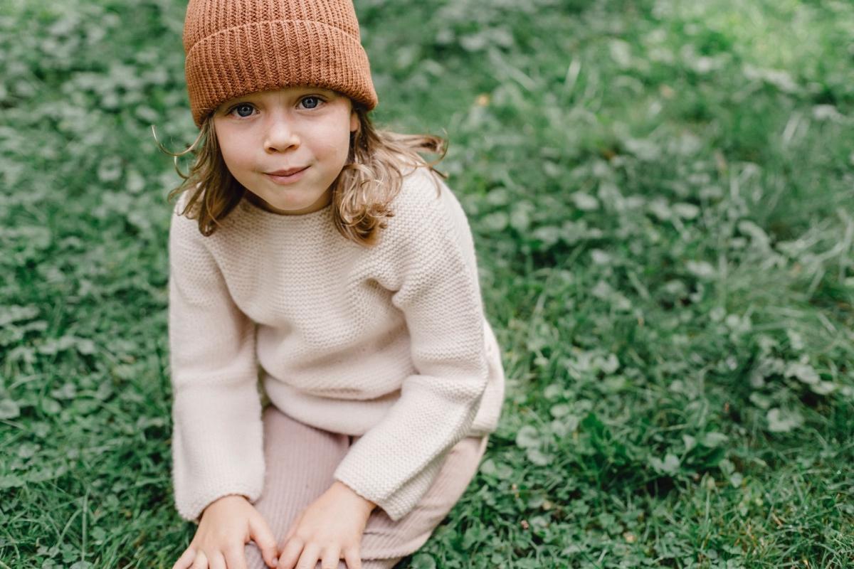 bambino sull'erba