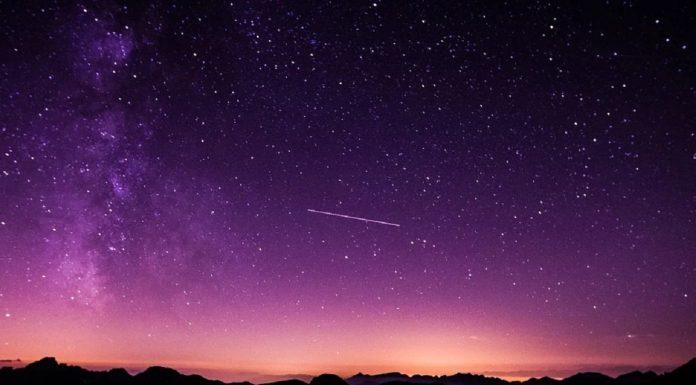 cielo con una stella cadente