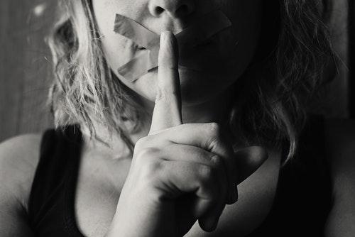 tabù e patti di silenzio nelle famiglie