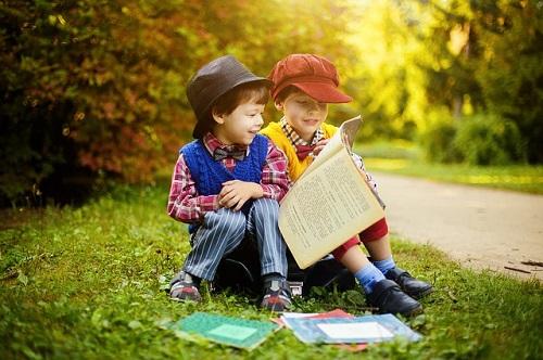 bambini-che-leggono