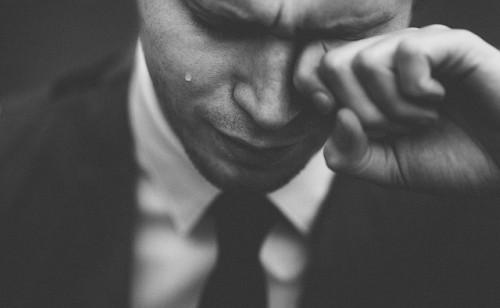 persone forti piangono