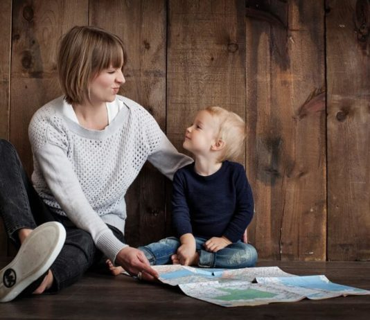 bambino con madre