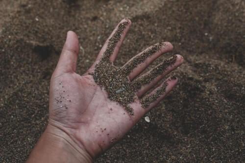 scavare con le mani