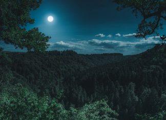 luna piena in montagna