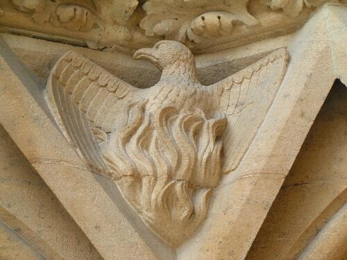 fenice-metz-cattedrale-statua-pietra