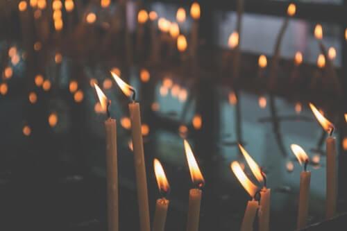 ceri-candele-chiesa-benedizione