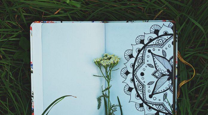 Mandala disegnato su quaderno