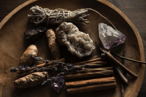 foto-gemme-ametista-salvia-bianca-pietre-preziose
