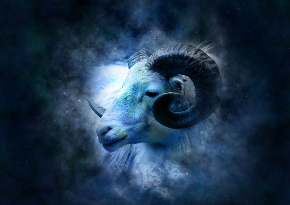 segno zodiacale Ariete-su-sfondo blu
