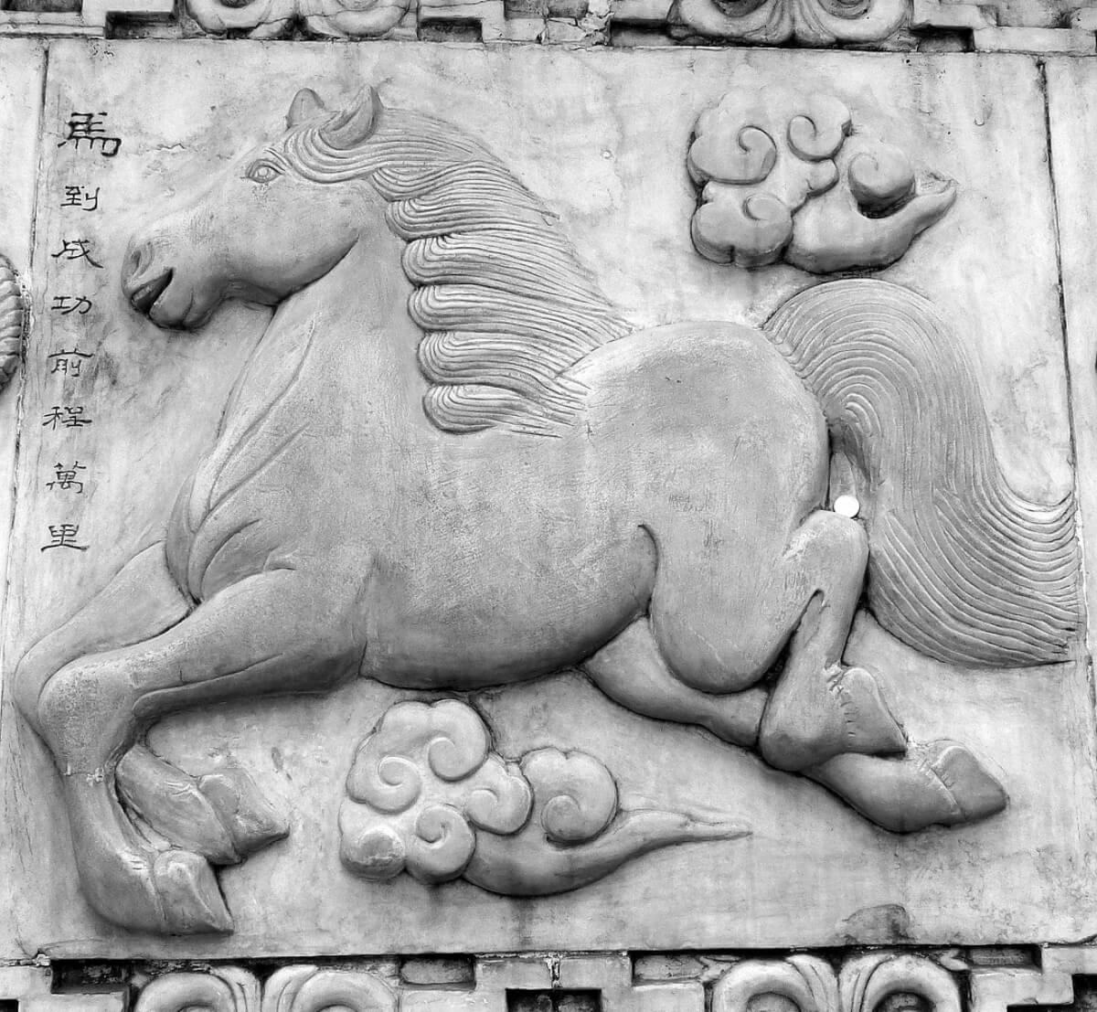 statua-di-pietra-di-cavallo-nello-zodiaco-cinese-
