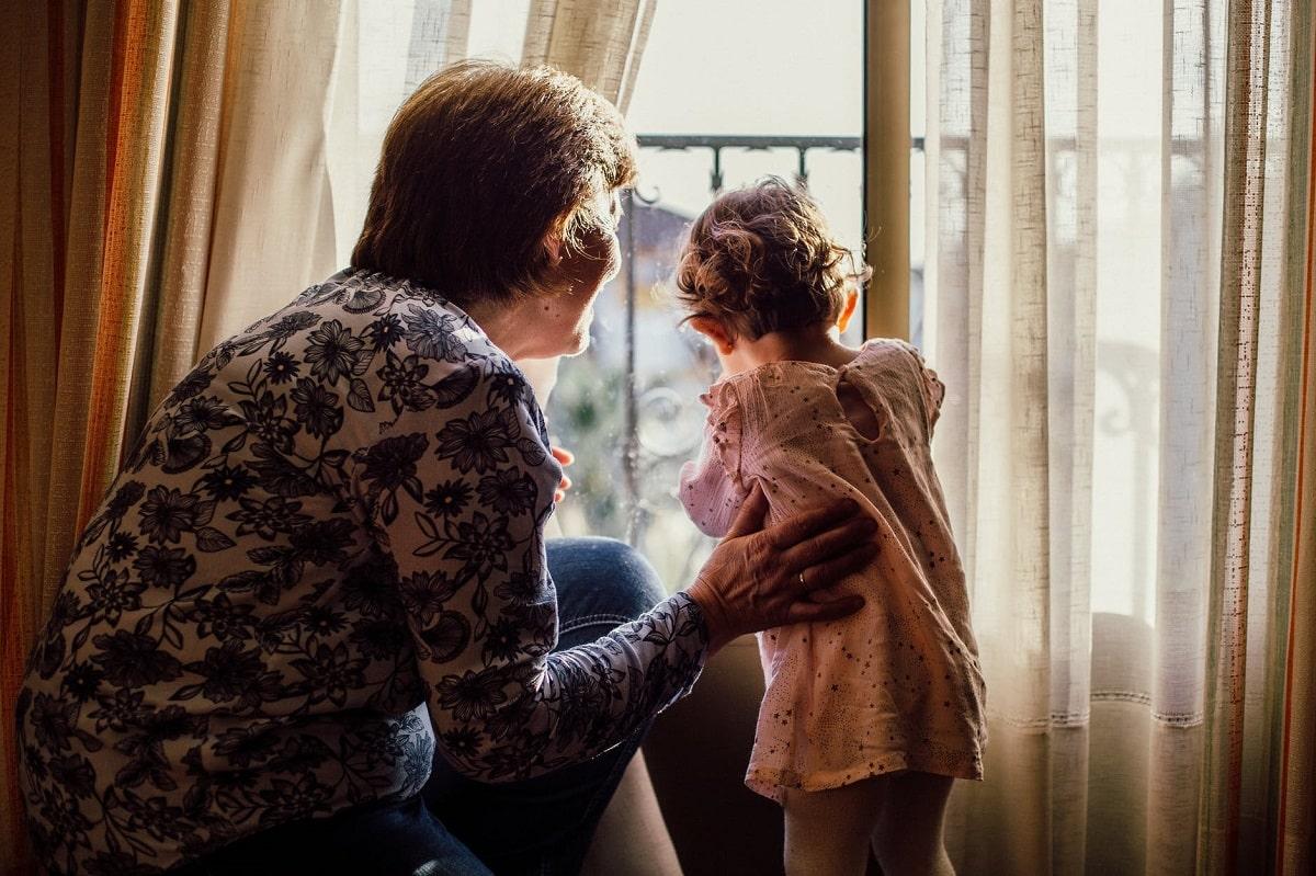 nonna con bambina
