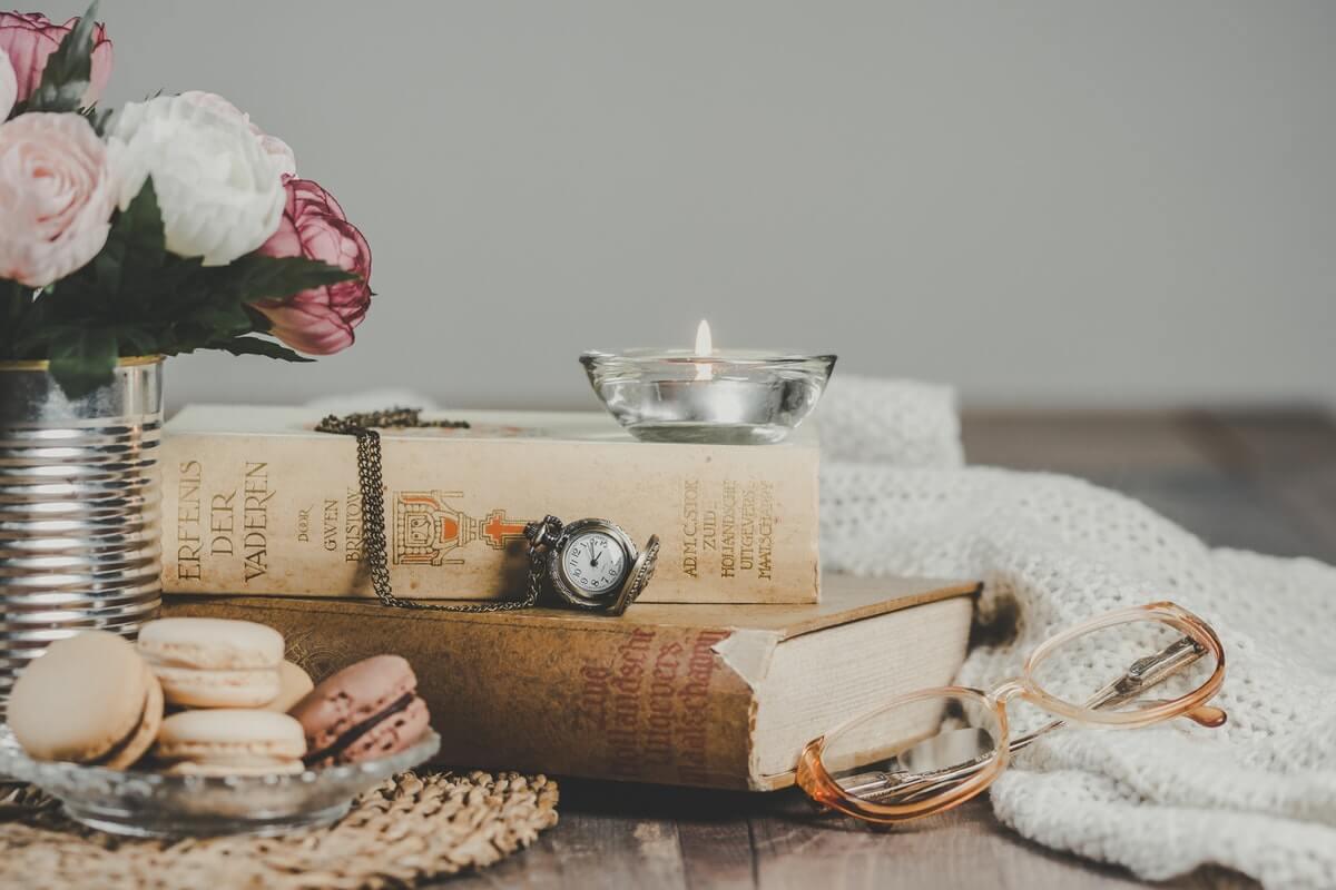 libri-di-poesia-con-orologio