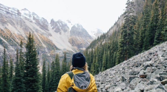 ragazza in montagna